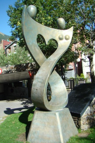 Esculturas y decoraciones en las calles Andorra 03