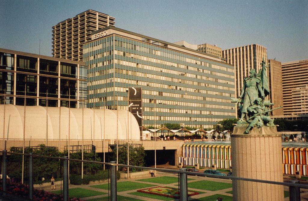 La Tour Esso En 1963 Premier Immeuble De Bureau En France