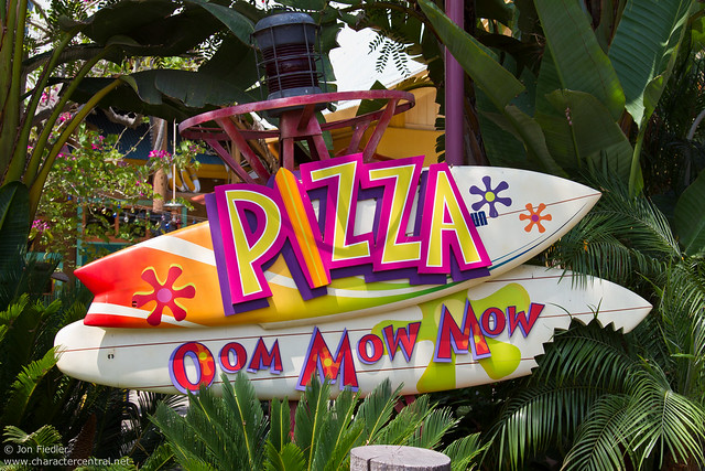Disneyland Aug 2010 - Eating at Pizza Oom Mow Mow