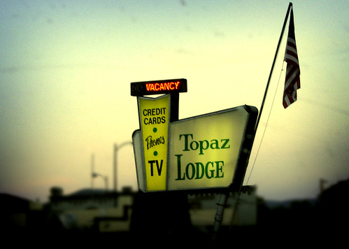 Topez Lounge Motel