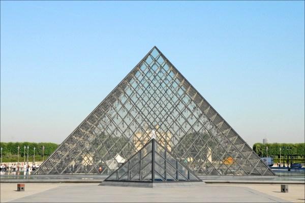 La Pyramide Du Louvre - Sharing
