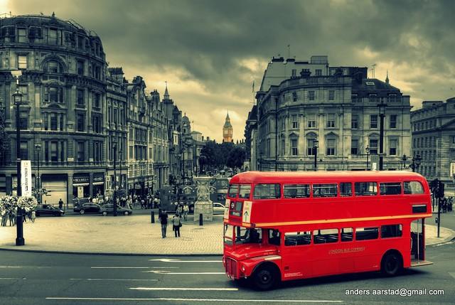 Trafalgar Square Vintage Feel - Routemaster