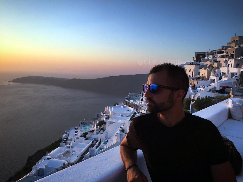 Contemplando el atardecer en Imerovigli desde The Athenian House | Santorini | ClickTrip.ES