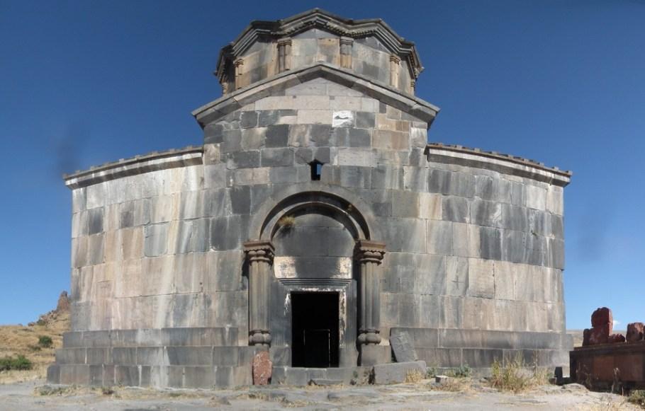 Iglesia Vahramashen o de Amberd-Armenia 03