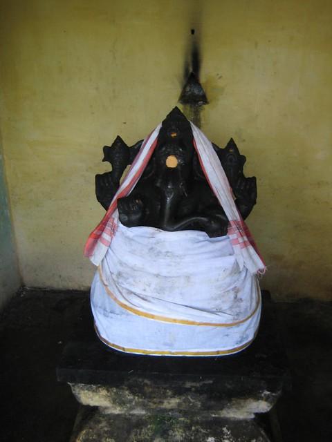 Achu muri Vinayagar,  near Atcheeswarar Temple at Acharapakkam