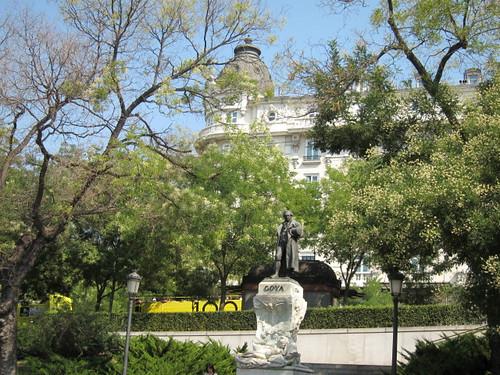 Goya frente a Museo del Prado. Madrid