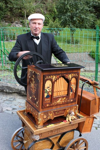 20100918-137_organ-grinder