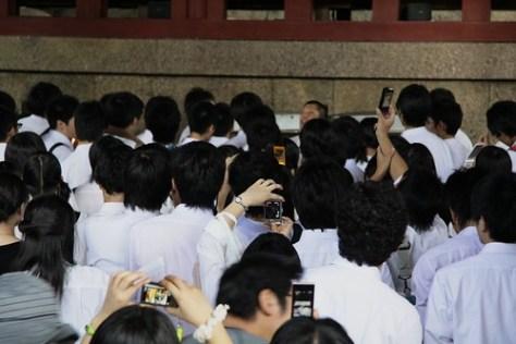 Camera phones at the ready, Daibutsu-den