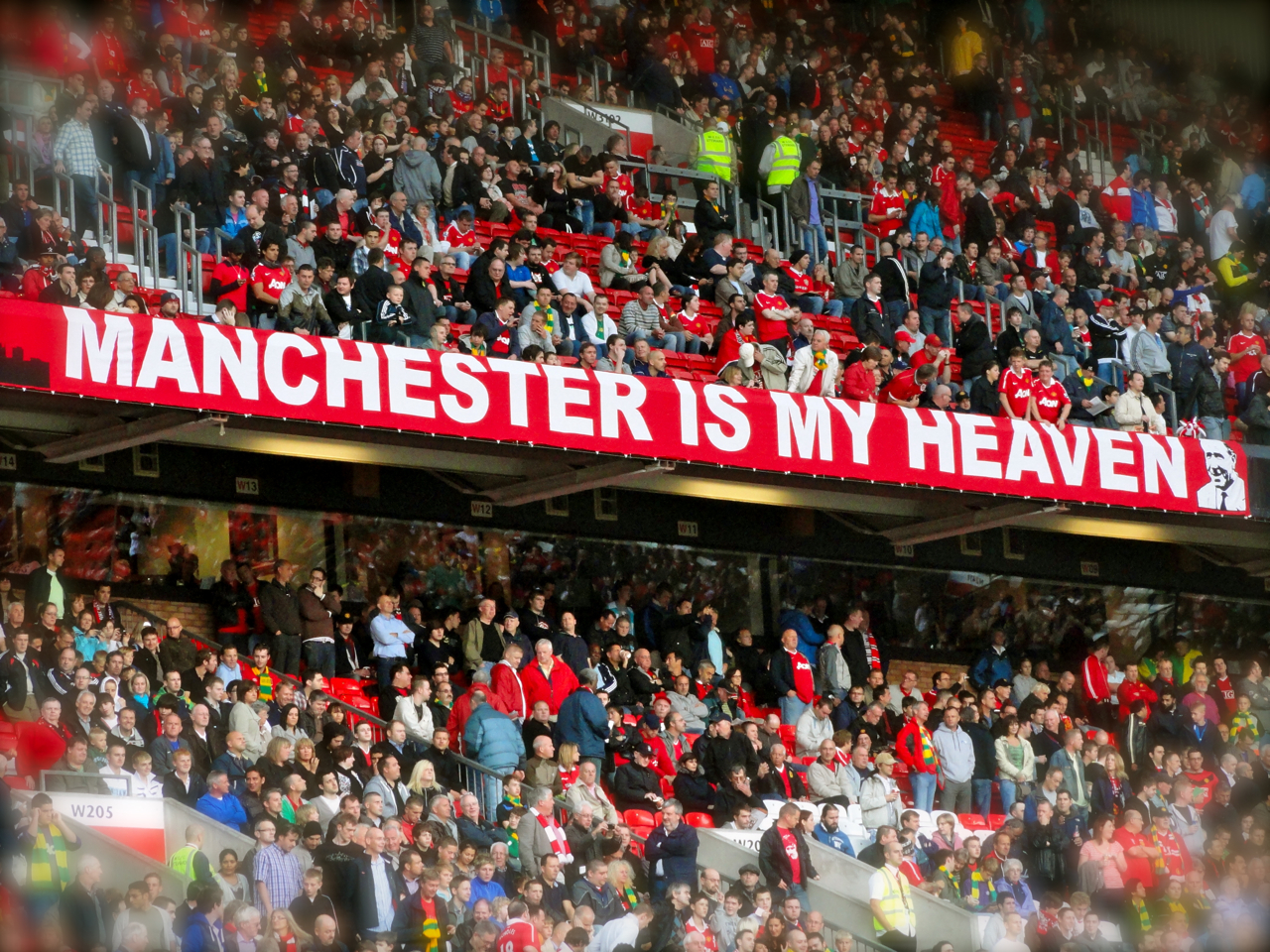 Die Wallpaper With Quotes Manchester Is My Heaven Manchester United Fans In