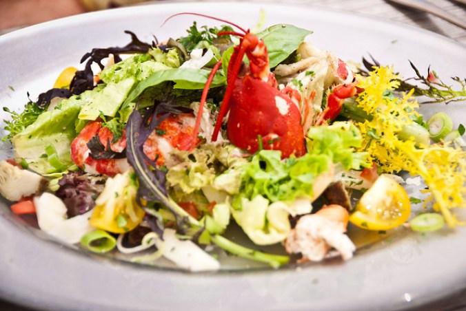 Oosterscheldekreeft bij Oosterscheldekreeft bij Brasserie Vluchthaven: lekkerste kreeft van heel de wereld, eerst in een salade met artisjok