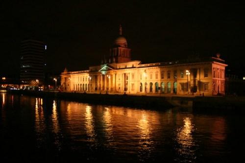 2010.02.25 Dublin 05 Talbot Memorial Bridge 05 The Custom House