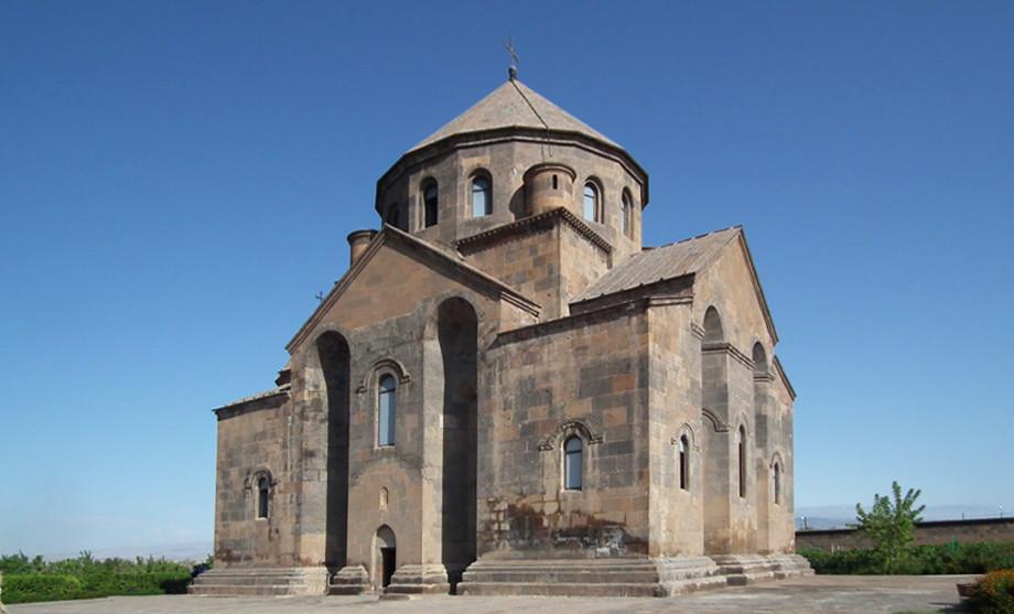 Armenia fachada exterior Iglesia San Hripsime Echmiadzin Patrimonio de la Humanidad Unesco 04