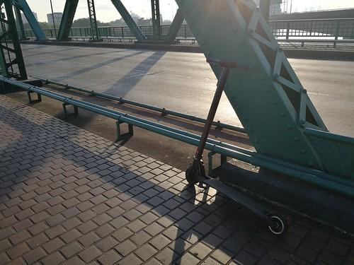 แอบแชะภาพซะหน่อย ตอนข้ามสะพานพุธตอนเช้าๆ
