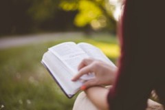 The Bible after Google: Evangelicals consider impact of technology on Bible reading