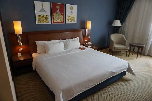 170517 Novotel Bangkok Suvarnabhumi Airportスーペリアキングルームベッド