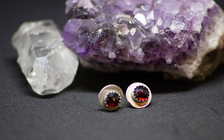 garnet-stud-earrings-043017-5-final