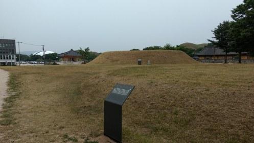 Daereungwon Tomb Complex  (대릉원)