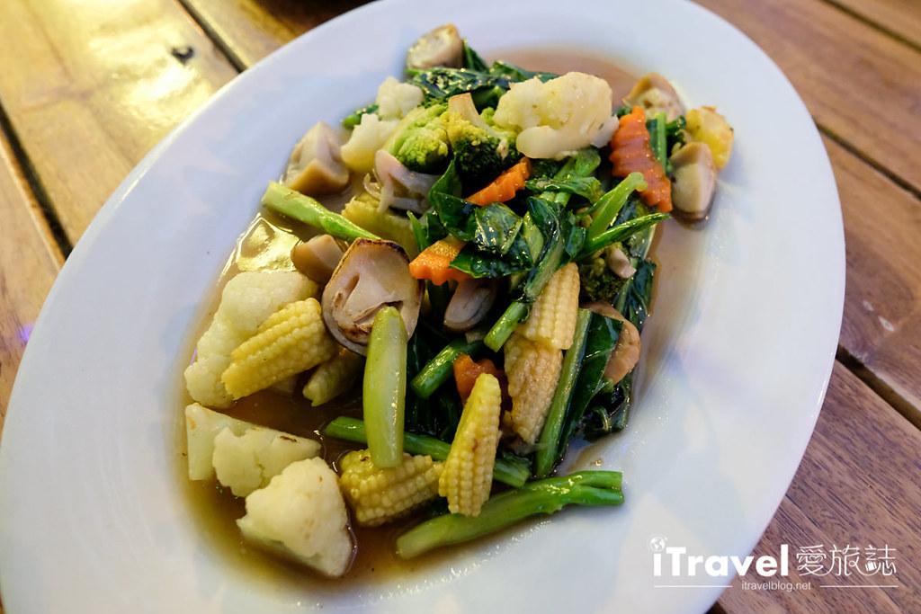 《芭达雅美食推荐》BBQ Plaza Pattaya:大众化口味泰式美食与烧烤,畅饮欢度两人时光。