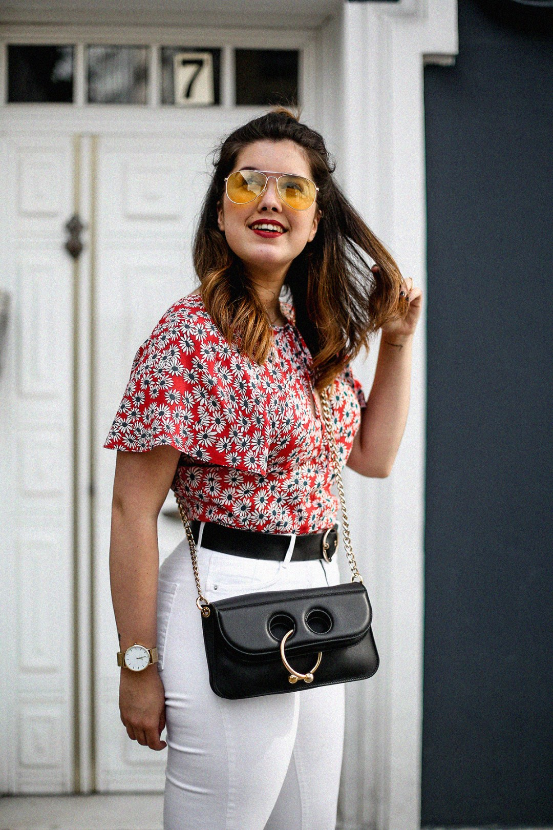 flower-top-zara-frayed-white-jeans-chanel-slingback-jw-anderson-bag-streetstyle4