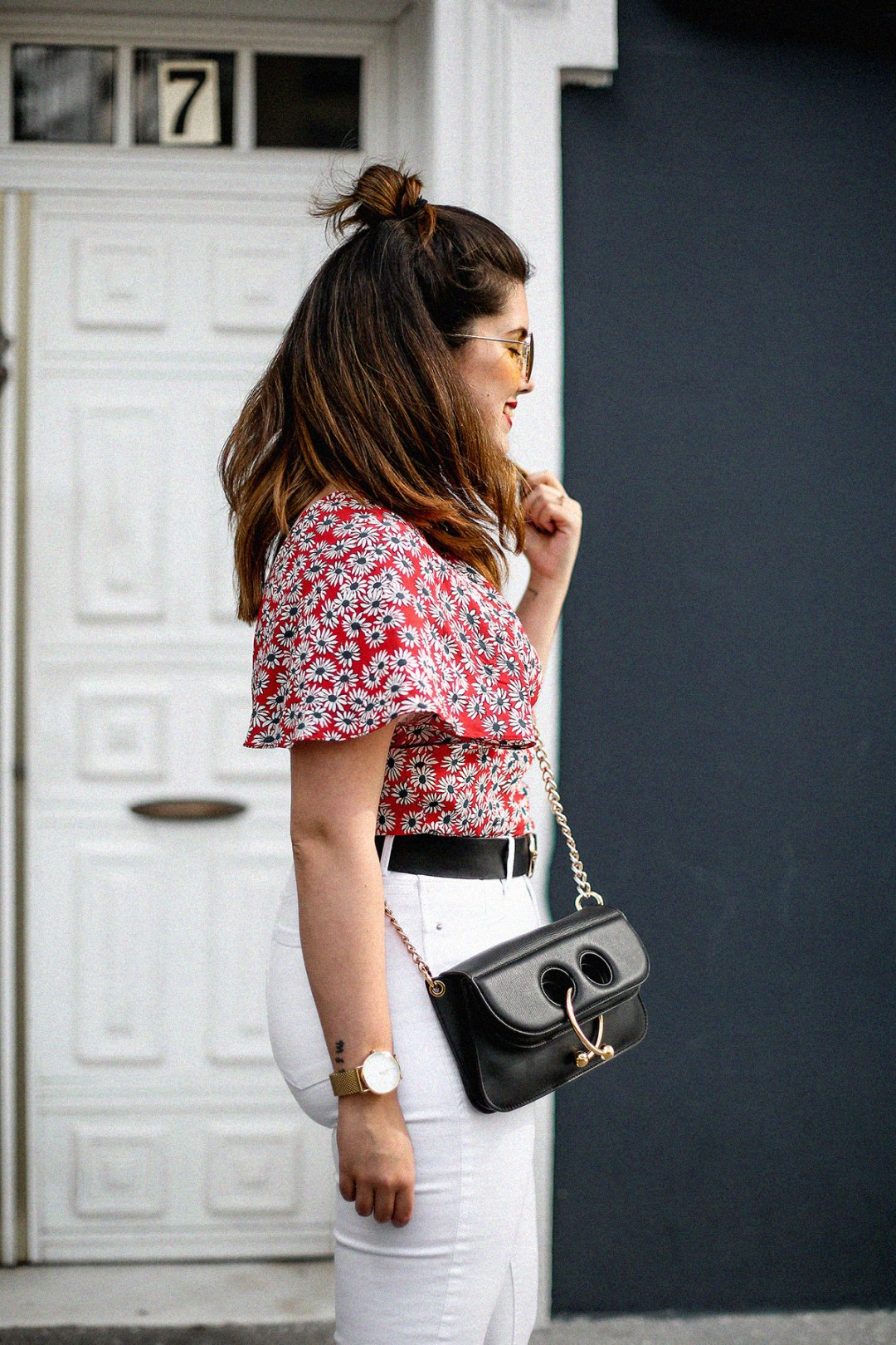 flower-top-zara-frayed-white-jeans-chanel-slingback-jw-anderson-bag-streetstyle3