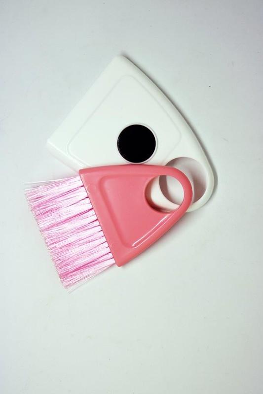 DAISO 2_Magnetic broom & dustpan