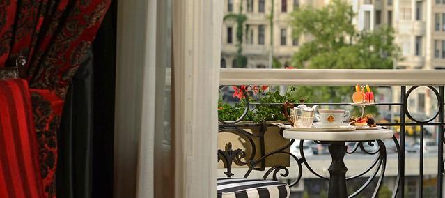 pera-palace-hotel-jumeirah-interior-agatha-christie-room-hero