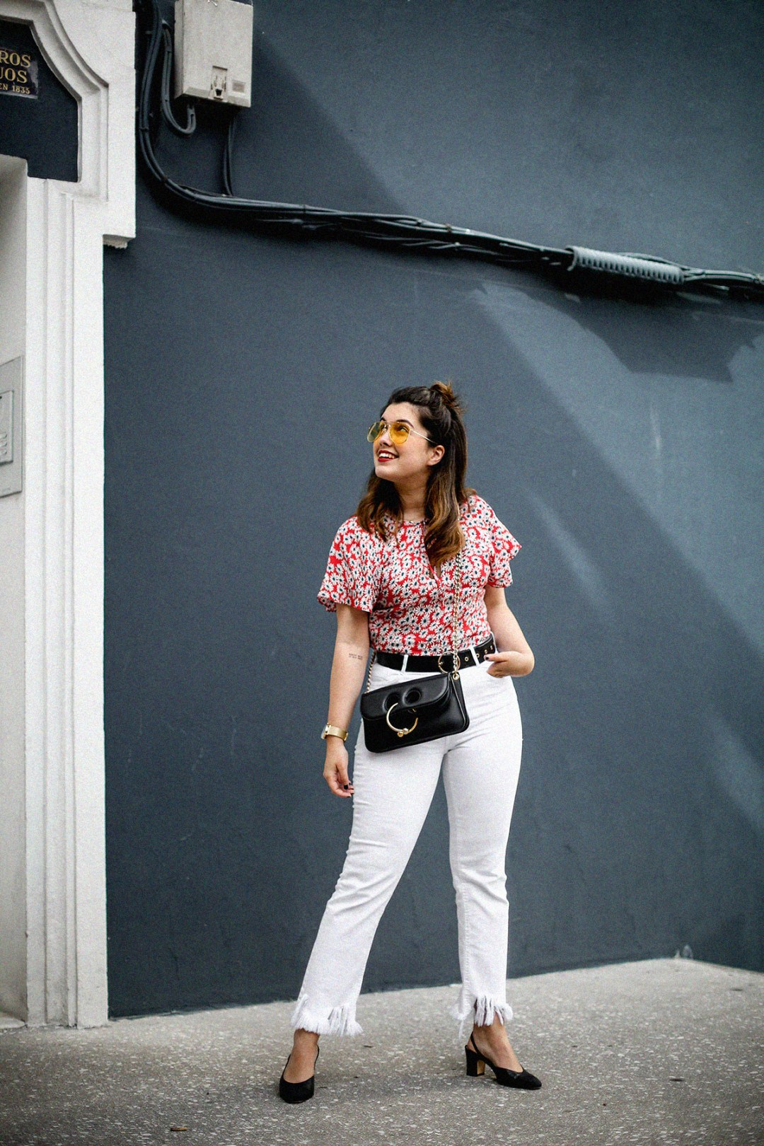 flower-top-zara-frayed-white-jeans-chanel-slingback-jw-anderson-bag-streetstyle14