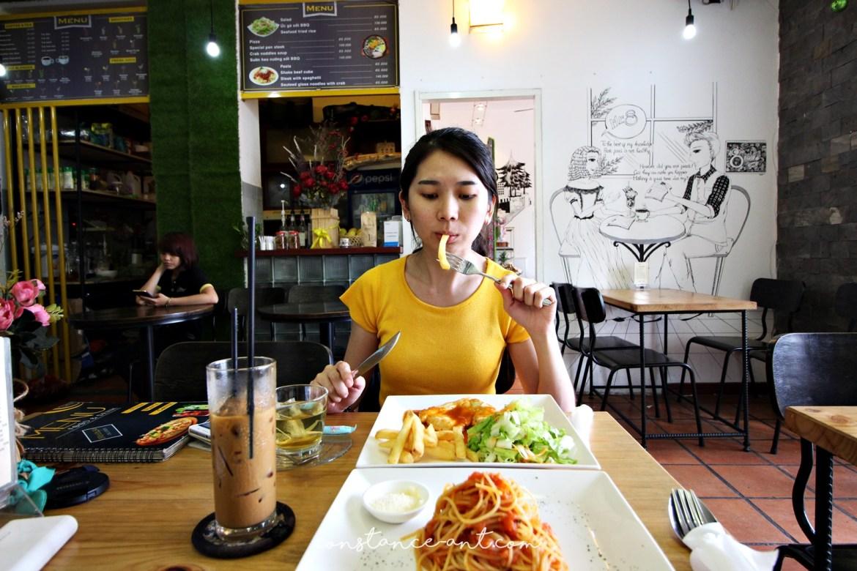 Cafe Apartment 14