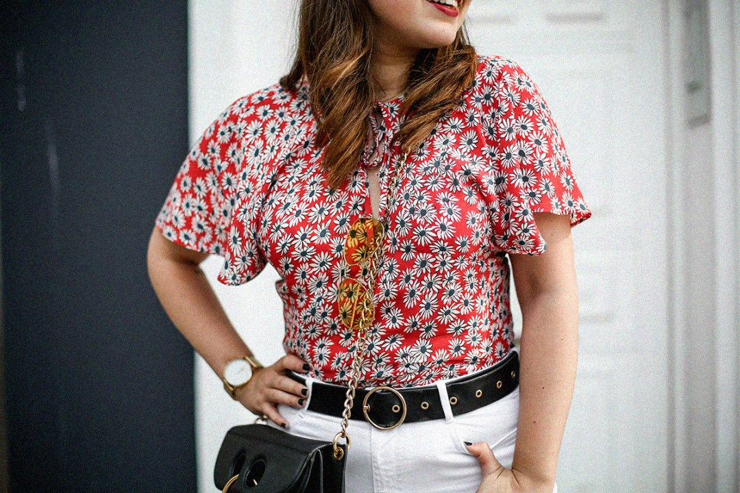flower-top-zara-frayed-white-jeans-chanel-slingback-jw-anderson-bag-streetstyle2