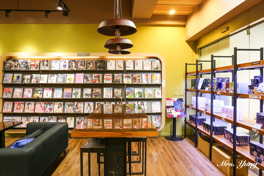 高雄鹽埕|隱身小巷子的超酷五星級書店餐廳–Booking – 優尼 Mrs. Yuny