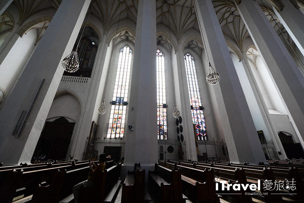 《慕尼黑景点推荐》圣母主教座堂 Munich Frauenkirche:玛丽亚广场旁闹中取静的教堂景点。