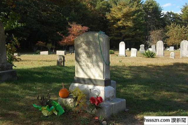 The-gravestone-of-Mercy-Brown-in-the-small-cemetery-of-the-Baptist-Church-in-Exeter.-Photo-Credit-640x425_结果