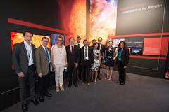 Jan Woerner shows Members of the European Parliament the ESA Pavilion