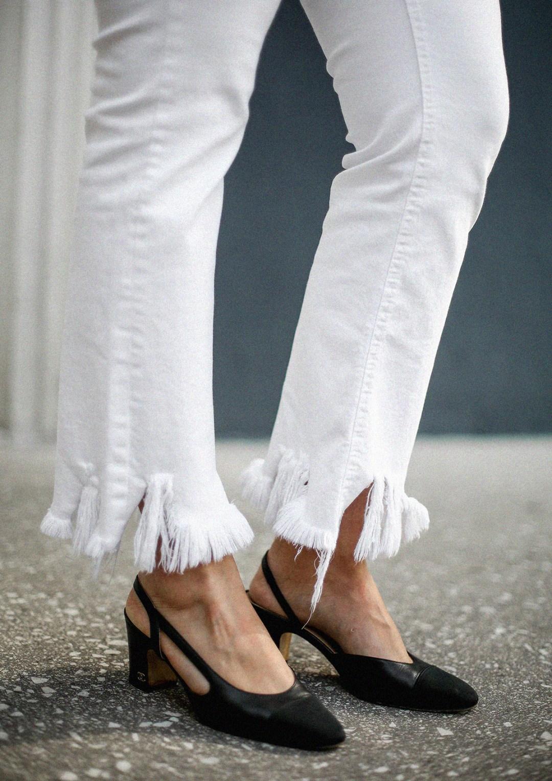 flower-top-zara-frayed-white-jeans-chanel-slingback-jw-anderson-bag-streetstyle6