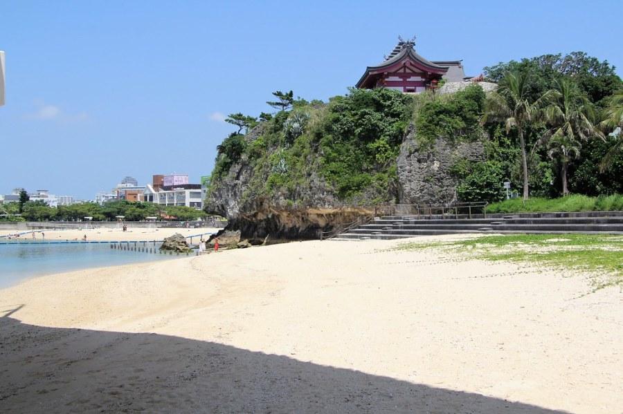 sanctuaire naminoue falaise