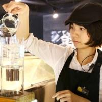 盛夏酷暑,來一杯冰滴咖啡讓你透心涼!8%ice Cafe 公園店,Driver 設計師款冰滴咖啡壺使用教學(附影片)。