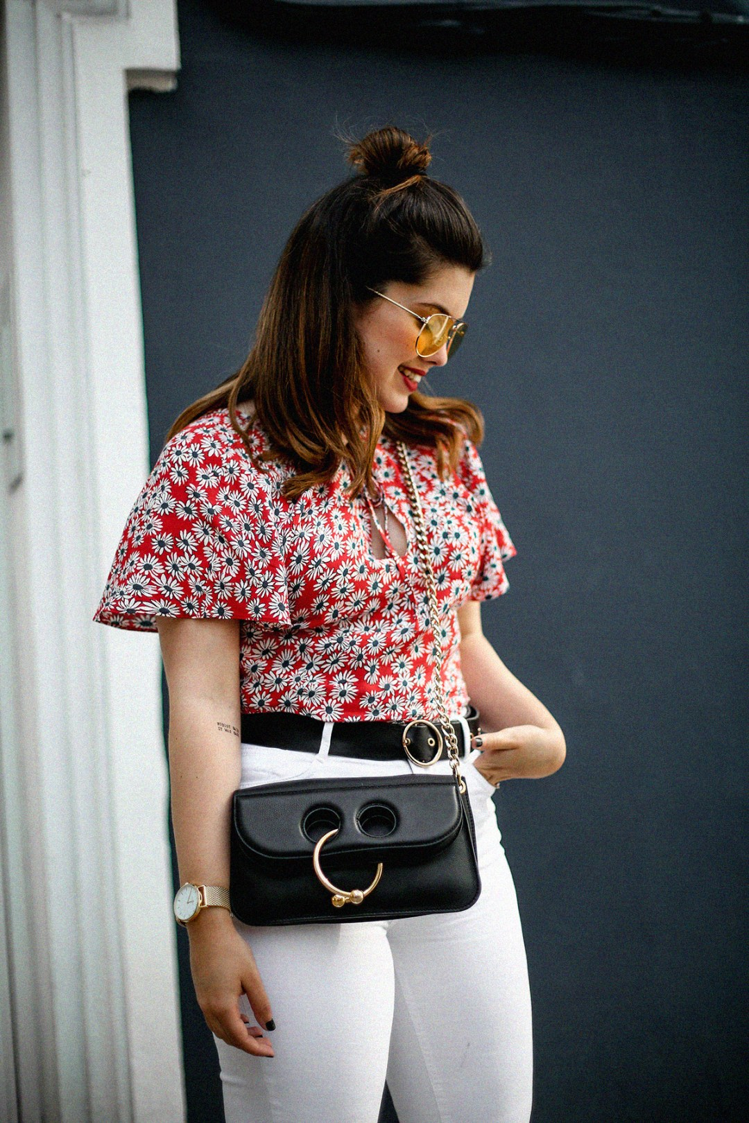 flower-top-zara-frayed-white-jeans-chanel-slingback-jw-anderson-bag-streetstyle7