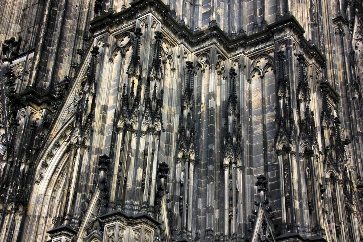Colour of the Cologne Cathedral has been affected by the WW II, though the building was never bombed.
