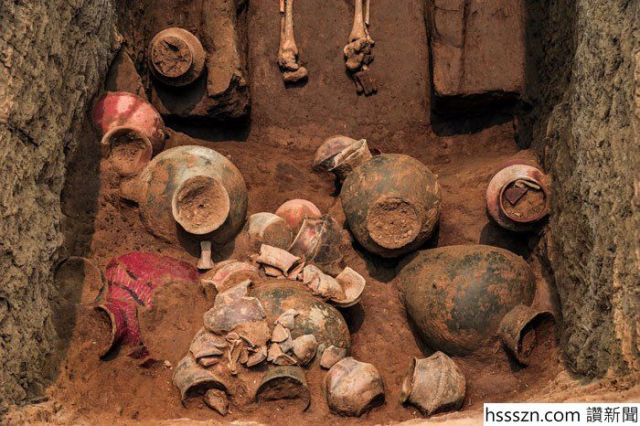 239872347-graves-china-3_700_466