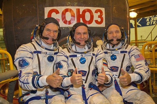 Pre-flight spacecraft check for Expedition 52/53 crew