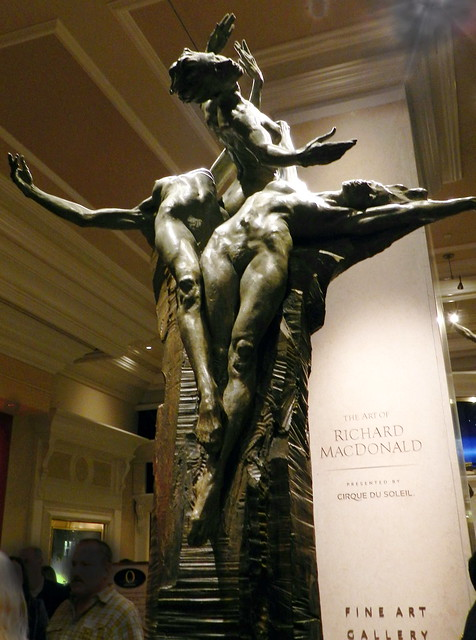 Escultura de Richard MacDonald Cirque Du Soleil teatro del Hotel Bellagio Las Vegas EEUU 05