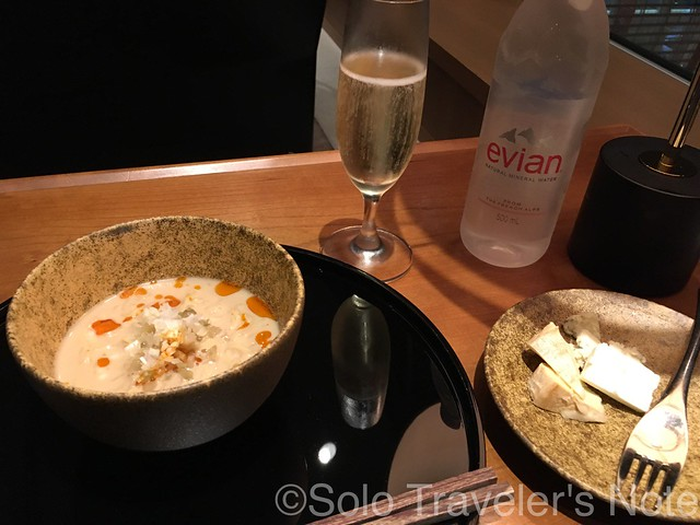 HND Cathay Lounge 201707-03
