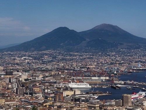 mount vesuvio and naples
