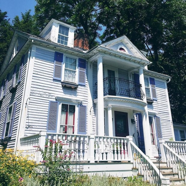 Love these quaint New England homes, don't you? ?