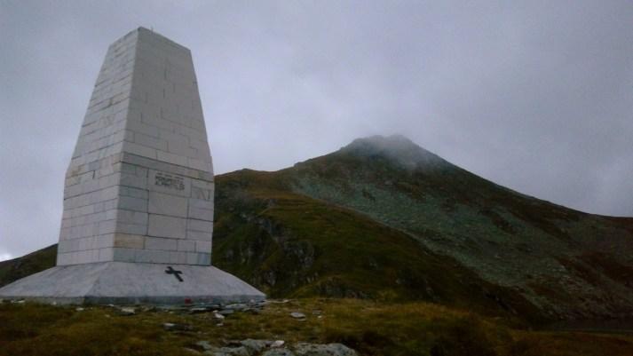 Monumentul Alpinistilor si Varful Capra