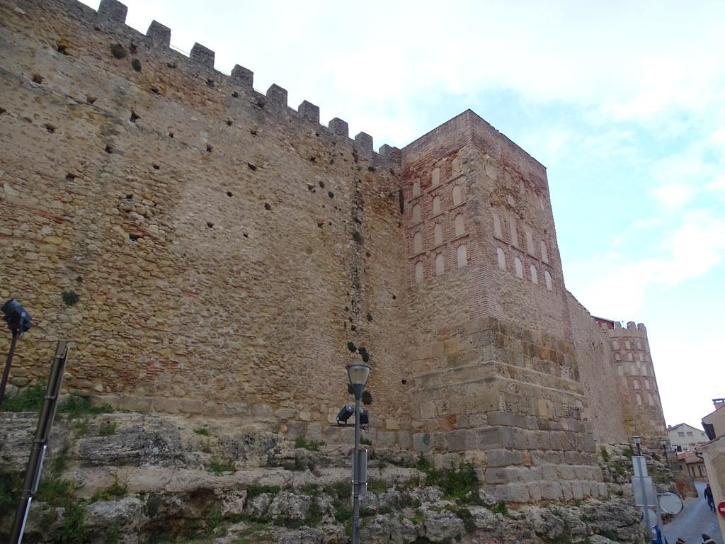 Segovia Muralla Calle Leopoldo Moreno 01