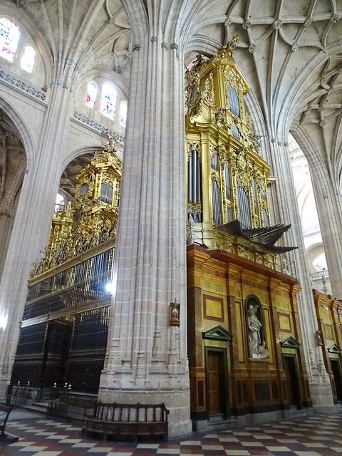Segovia organo interior de la Catedral de Nuestra Señora de la Asunción y de San Frutos 01