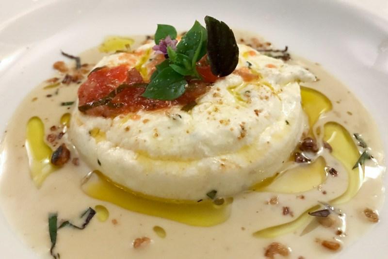 Fromage blanc von der Ziege – lauwarm – Kräuter aus dem Küchengarten