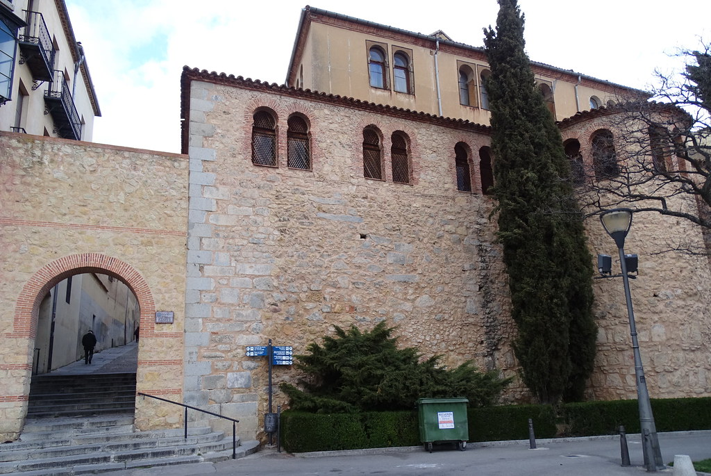 Segovia Muralla postigo de la Luna Paseo Salon Isabel II 01