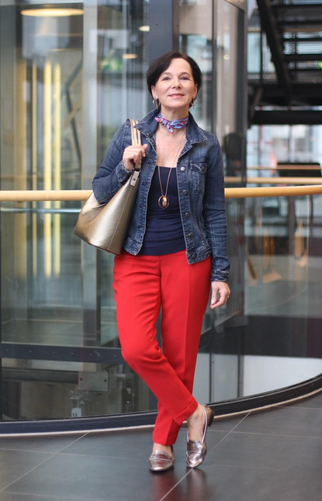 Rote Anzughose Jeansjacke Wochenendlook LadyofStyle